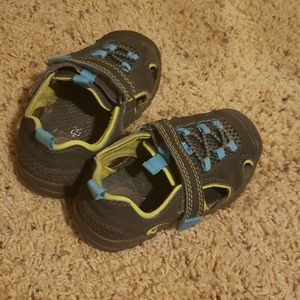 Toddler velcro shoes